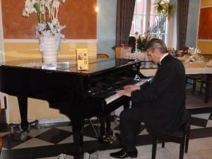 Pianist H. Kleine-Horst und dezente Dinnermusik