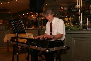 Barpianist im locker-festlichen Rahmen