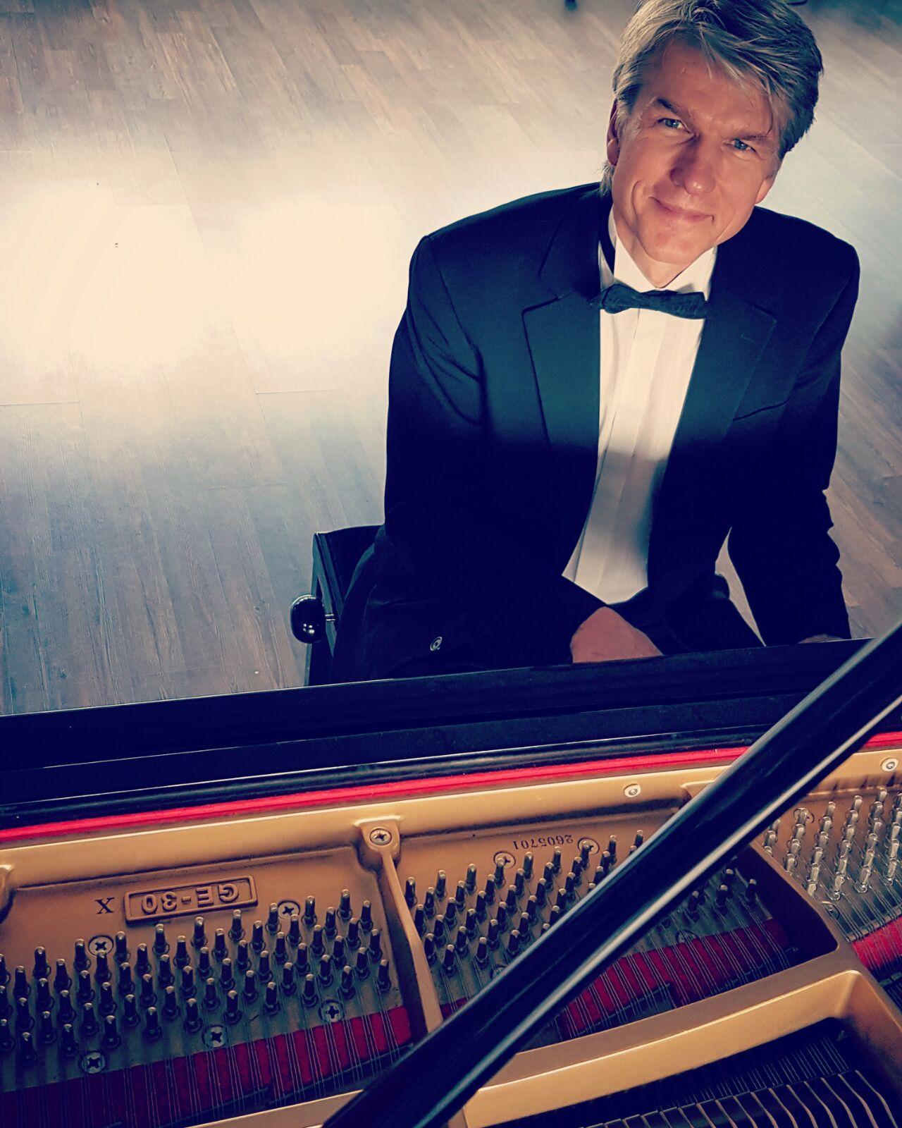 Livemusik mit Hansmartin Kleine-Horst